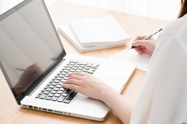 在宅でチャットレディをする際にオススメのノートパソコンとスペック